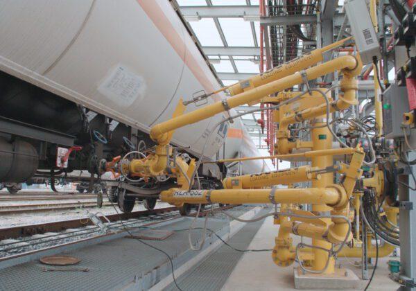 Bottom loading arm